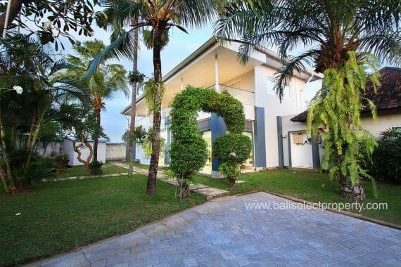 6 Bedroom Villa in Tanah Lot