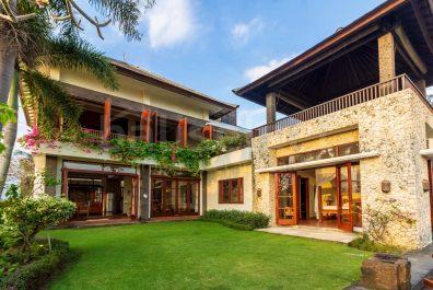 villa in tanah lot