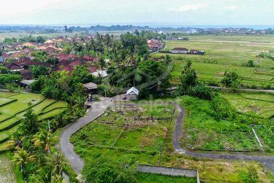 Land in Cemagi
