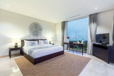 Beautiful 2 Bedrooms Villa Walking Distance to The Beach