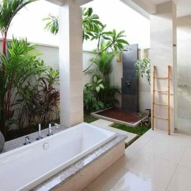 Stunning 4+1 bedrooms Villa in Batubolong